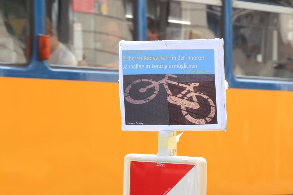 Für einen sicheren Radweg an der inneren Jahnallee wird es in den kommenden Tagen eine