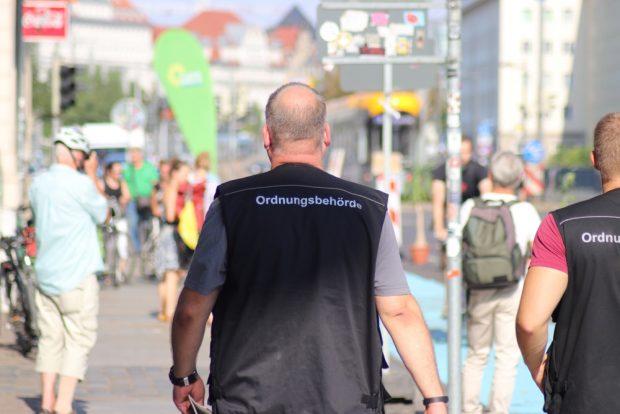 Waren die ganze Zeit vor Ort: Vertreter des Ordnungsamtes Leipzig. Foto: Michel Freitag