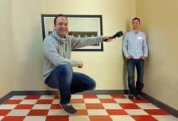 MDR-Moderator Mario D. Richardt und Inspirata-Geschäftsführer Tino Meißner im Ames-Raum. Foto: Inspirata