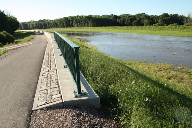 Abgedeichte Elsteraue mit Luppehochwasser. Foto: Ralf Julke