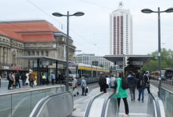 Straßenbahnhaltestelle Hauptbahnhof. Foto: Ralf Julke