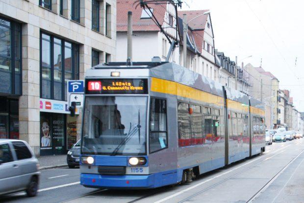 Linie 10 auf Achse. Foto: Ralf Julke