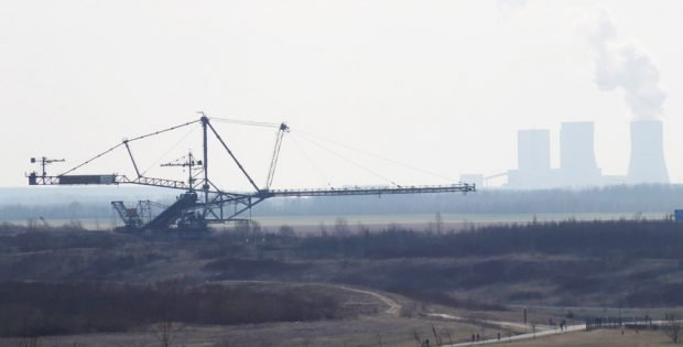 Blick über den Bergbautechnikpark zum Kraftwerk Lippendorf. Foto: Michael Freitag