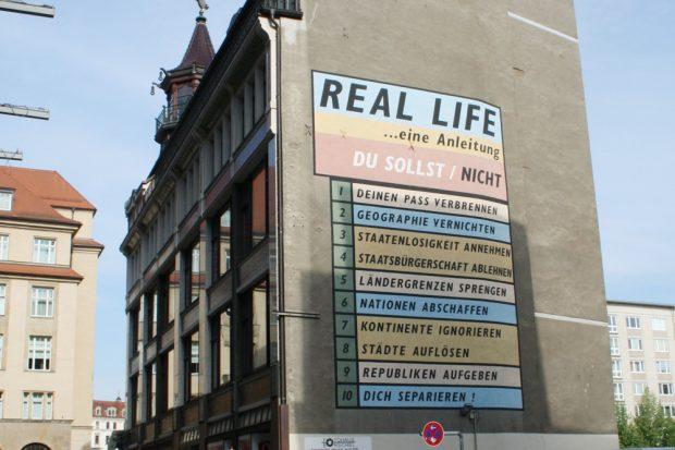 """Real Life"" im Schumachergässchen. Foto: Ralf Julke"