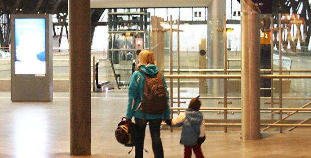 Auch junge Familien haben in der Regel kein dickes Reisebudget. Foto: Ralf Julke