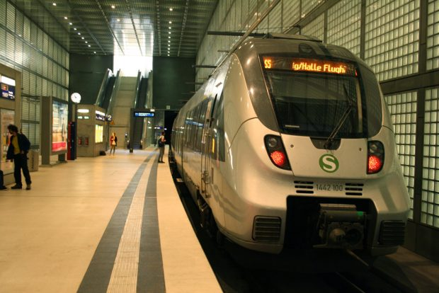 S-Bahn in der Station Wilhelm-Leuschner-Platz. Foto: Ralf Julke