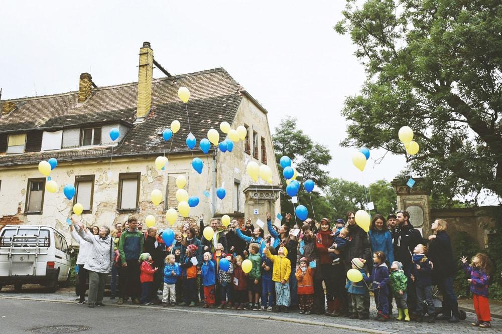 Luftballonaktion der Initiative Kantatenweg 31 vor dem Schösserhaus. Foto: Florian Schartel