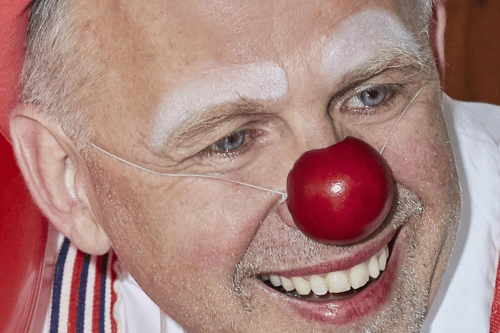 """""""Botschafter der Wärme 2018"""" Heiko Fischer engagiert sich in Leipzig für therapeutische Clownsarbeit / © VNG-Stiftung"""
