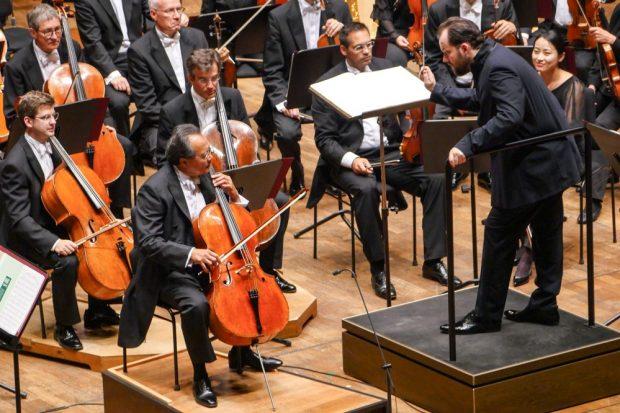 Yo-Yo Ma, Andris Nelsons und das Gewandhausorchester. Foto: Luca Kunze