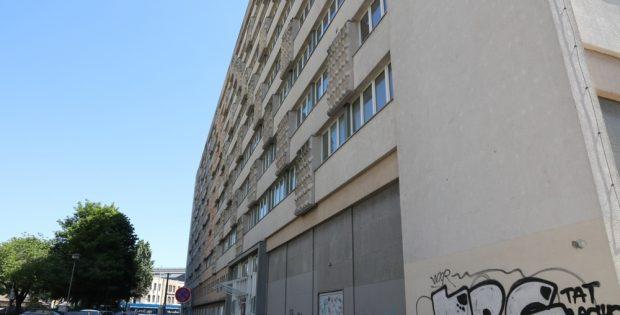 Immer kürzere Bindungszeiten im sozialen Wohnungsbau. Das derzeit leerstehende LWB-Gebäude in der Gerberstraße. Foto: Michael Freitag