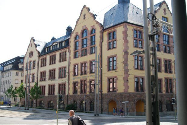 Die Chemnitzer TU sieht irgendwie anders aus, als das Gewimmel an der Leipziger Uni (Ende 2017). Foto: Michael Freitag