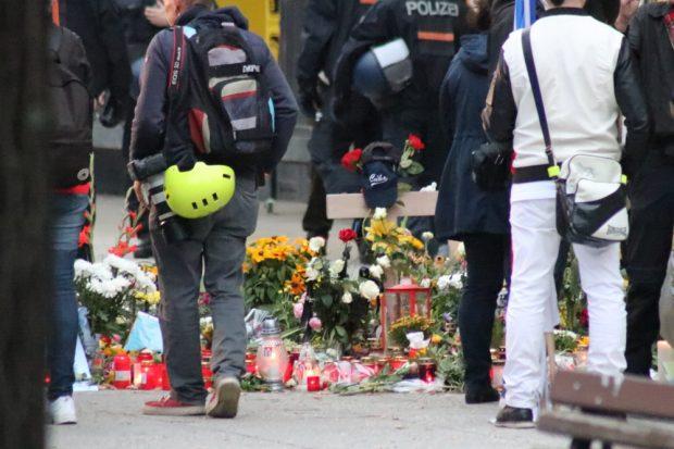 Die Gedenkstätte für Daniel H. - für den Gegenprotest heute unerreichbar. Er lag zu nah bei der rechten Kundgebung. Foto: L-IZ.de