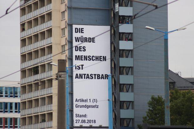 Die Würde des Menschen ... gilt Artikel 1 noch in Chemnitz? Foto: L-IZ.de