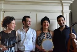 Ensemble-Sura_vor-Schrank_Antje-Taubert-Ghandi-Aljrf-Karolina-Trybala-Basel-Alkatrieb-v.-l.-n.r.., Foto:Ensemble-Sura