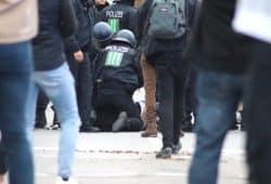Erste Festnahme bei der AfD/Pegida/Pro Chemnitz-Demo, danach eskaliert die Situation weiter. Foto: L-IZ.de