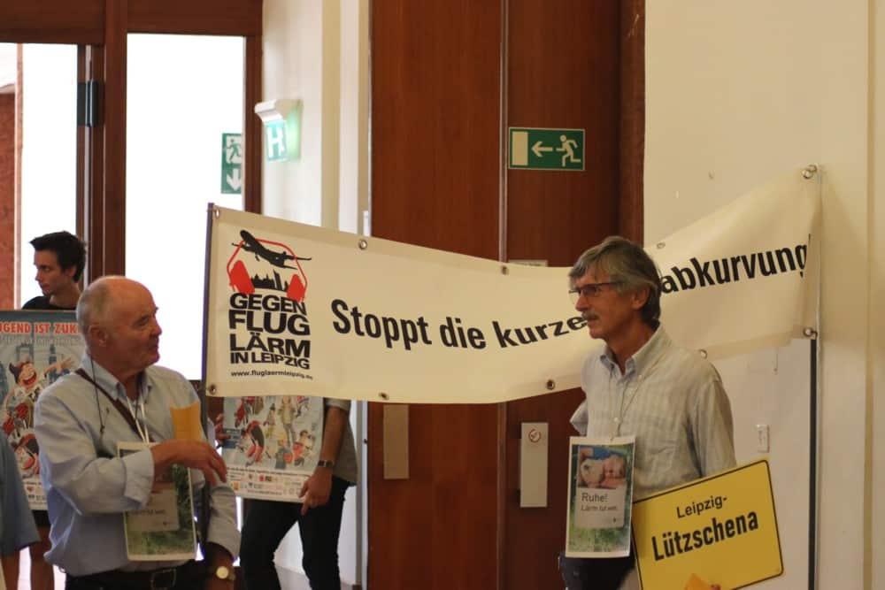 Protest im Rathaus gegen die kurze Südabkurvung und Lärm am Flughafen Leipzig/Halle. Foto: L-IZ.de