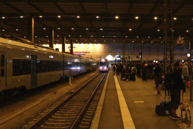 Gemeinsam Abreise der ersten 400 Leipziger zurück in die Messestadt nach der Demo. Foto: L-IZ.de