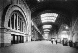 Hauptbahnhof Leipzig Querbahnsteig im Jahr 1916. Foto: Atelier Hermann Walter , Bernhard Müller, Gemeinfrei