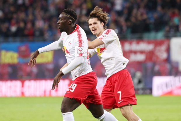 Augustin und Sabitzer freuen sich über einen Treffer. Foto: GEPA Pictures