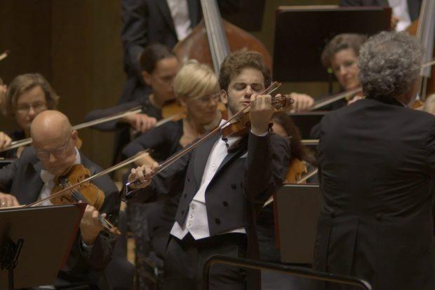 Violinist Emmanuel Tjeknavorian. Foto: Alexander Böhm