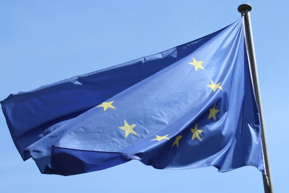 Ein bisschen Wind für die Europa-Flagge. Foto: Ralf Julke