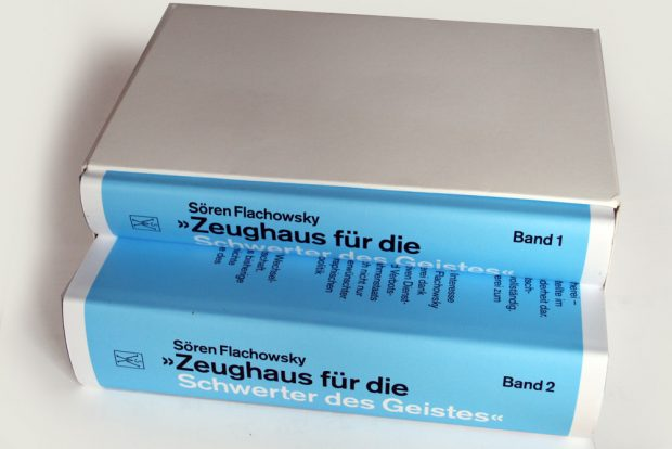"""Sören Flachowskys Doppelband: """"Zeughaus für die Schwerter des Geistes"""". Foto: Ralf Julke"""