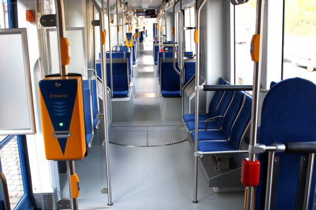 Eine Straßenbahn voller Quengelknöpfe ... Foto: Ralf Julke