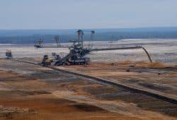 Der Lausitzer Energiekonzern LEAG will den Tagebau Nochten im Örtchen Mühlrose weiterführen – wofür 200 Menschen umgesiedelt werden sollen. Foto: Fritz Brozio