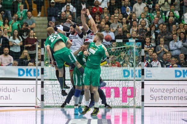 Letzte Chance zum Ausgleich - Philipp Weber (DHfK) kann den Freiwurf nicht im Tor unterbringen. Foto: Jan Kaefer