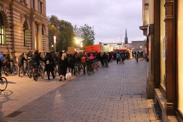 Beim Einschwenken zum Neuen Rathaus. Foto: L-IZ.de
