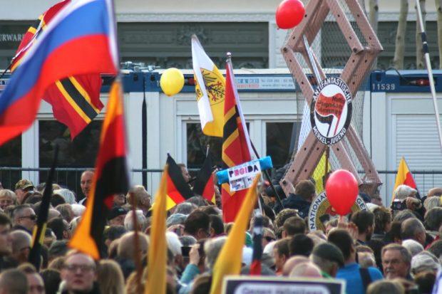Die antifaschistische Merkeljugend - ein paternalistischer Gedanke, dass die jungen Menschen von Merkel höchstselbst gelenkt werden. Foto: L-IZ.de