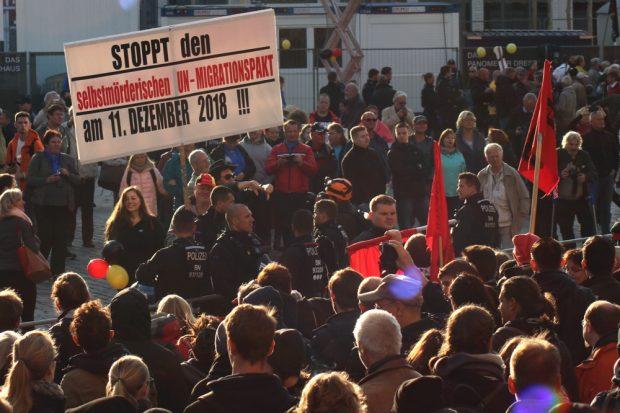 Die neue Angst bei Pegida - auch am 11. Dezember wird man wieder verraten und verkauft. Foto: L-IZ.de