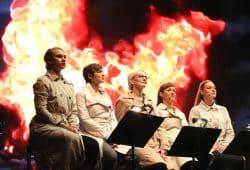 Endlich mal nur Frauen beim Lichtfest 2018 auf der Bühne. Das Thema? 100 Jahre Kampf um Gleichberechtigung. Foto: L-IZ.de