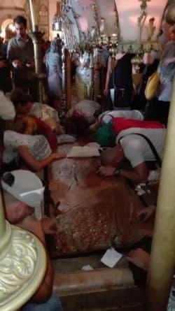 Besonders gläubige Christen streicheln und küssen den Stein, auf dem der Heiland verendete. Foto: Jens-Uwe Jopp