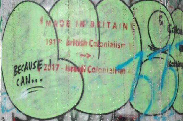 Graffitis an der Wand versuchen einen Teil der Geschichte zu erzählen. Foto: Jens-Uwe Jopp
