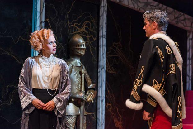 Wird Mary (Lilli Wünscher) das Herz von Prinz Sándor (Radoslaw Rydlewski) erobern? Foto: Kirsten Nijhof