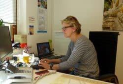 Strafrechtlerin Ina Alexandra Tust in ihrem Büro zum Interview. Foto: Lucas Böhme