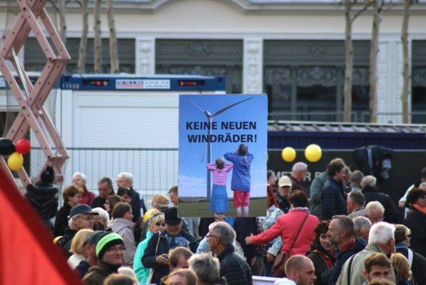 Die am 21.10.2018 wahrscheinlich einzige andere Forderung außer alles gegen Geflohene oder Fliehende. Keine neuen Windräder. Foto: L-IZ.de