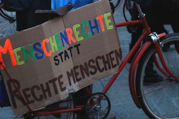 Menschenrechte statt rechte Menschen wärn ein schönes Ziel, denn rechte Menschen gibts schon viel zu viel. Foto: L-IZ.de