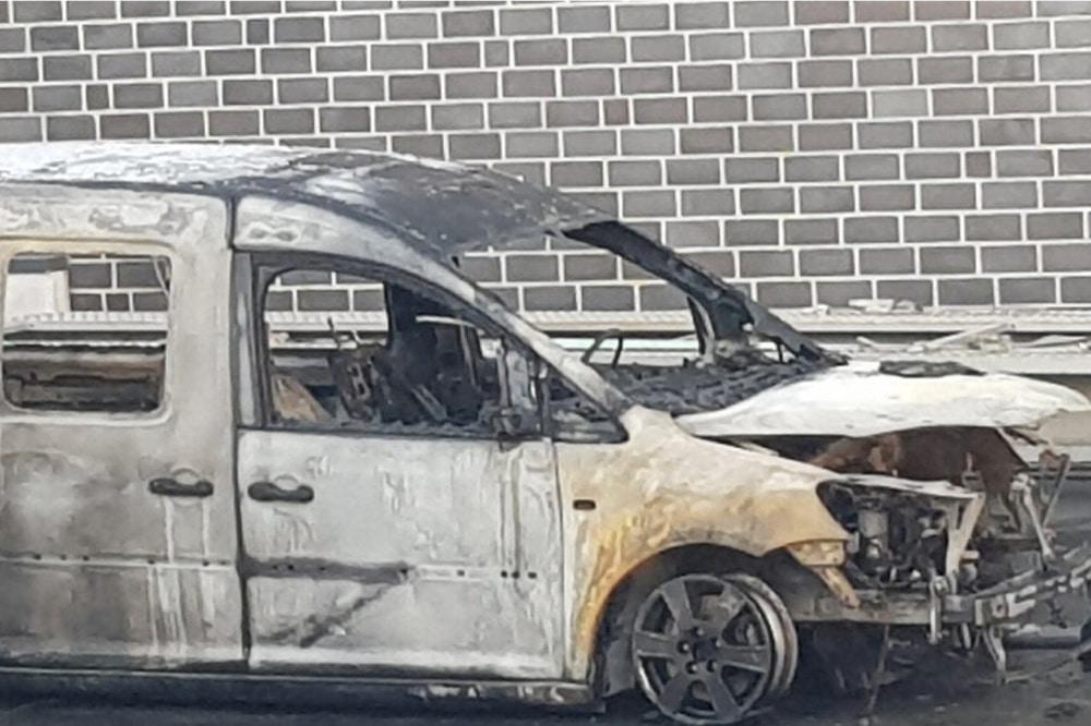 Das zerstörte Auto des Linken-Politikers. Foto: Sören Pellmann