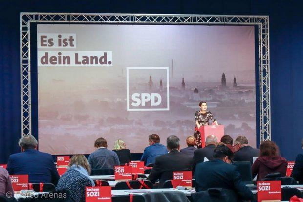 """Das Parteitagsmotto """"Es ist dein Land"""": Foto: Marco Arenas"""