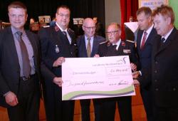 Scheckübergabe an die Freiwillige Feuerwehr, Quelle: Landkreis Nordsachsen