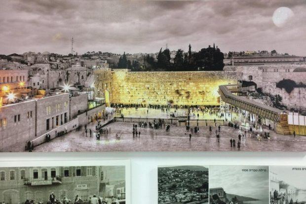Da fehlt doch was? Eine Tempelberg-Fotomontage an der Wand der Hotellobby in Tiberias. Foto: Heiko Temper