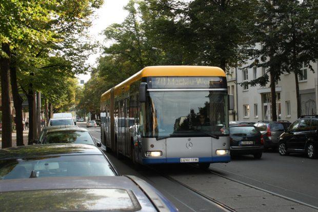 LVB-Bus auf der Piste. Foto: Ralf Julke