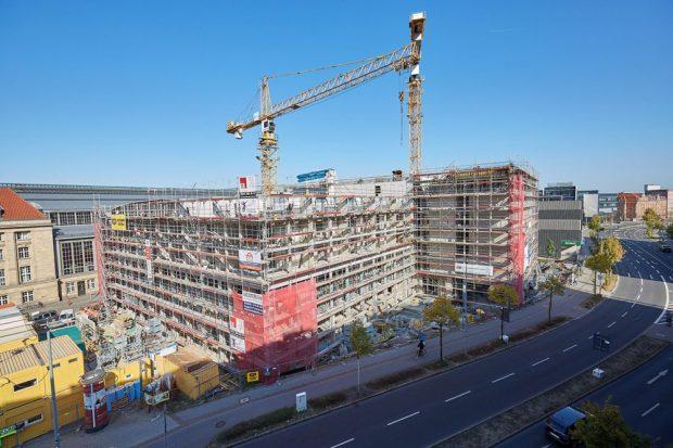Blick von der Seite auf den Baukörper der neu entstehenden H-Hotels am Leipziger. Foto: S&G Development/Sven Voss