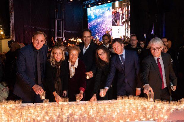 Das übliche Kerzenfoto mit Veranstaltern und Gästen des Lichtfestes 2018. Foto: LTM / Punctum, Stefan Hoyer