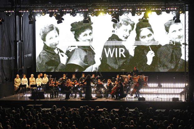 Das Freie Orchester Leipzig auf def Bühne. Foto: LTM / Punctum, Stefan Hoyer