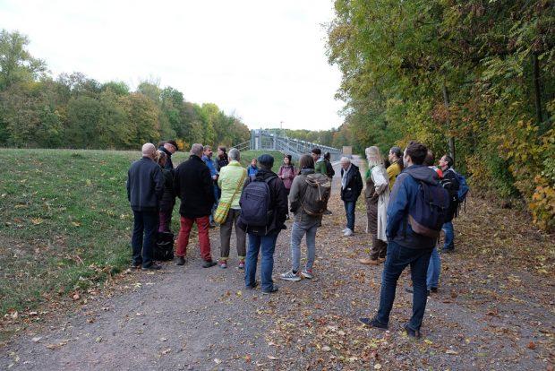 Die Exkursion am Nahleauslasswerk. Foto: NABU Leipzig