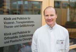 """Bereichsleiter Prof. Stefan Langer: """"Die Plastische Chirurgie ist ein junges und innovatives chirurgisches Fach."""" Foto: Stefan Straube / UKL"""