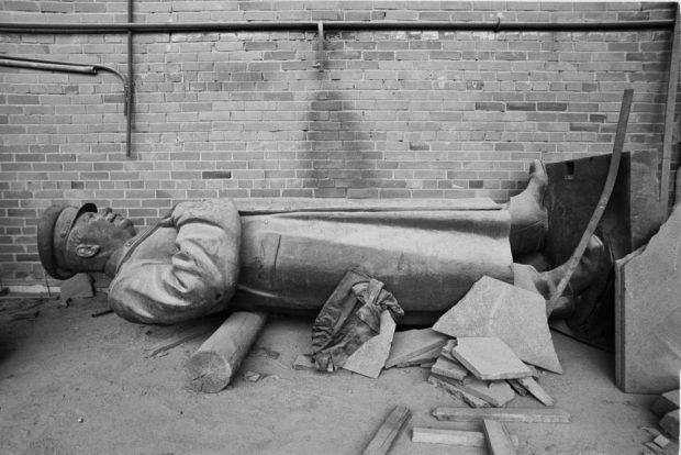 Ein umgestürzter Stalin in Vilnius symbolisiert 1991 Litauens Unabhängigkeit von der Sowjetunion. Foto: Harald Schmitt
